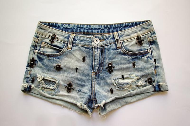 DIY embellished denim shorts. Designed by Xenia Kuhn for fashion blog www.fashionrolla.com-17