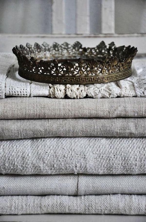 laundry-linen-pile