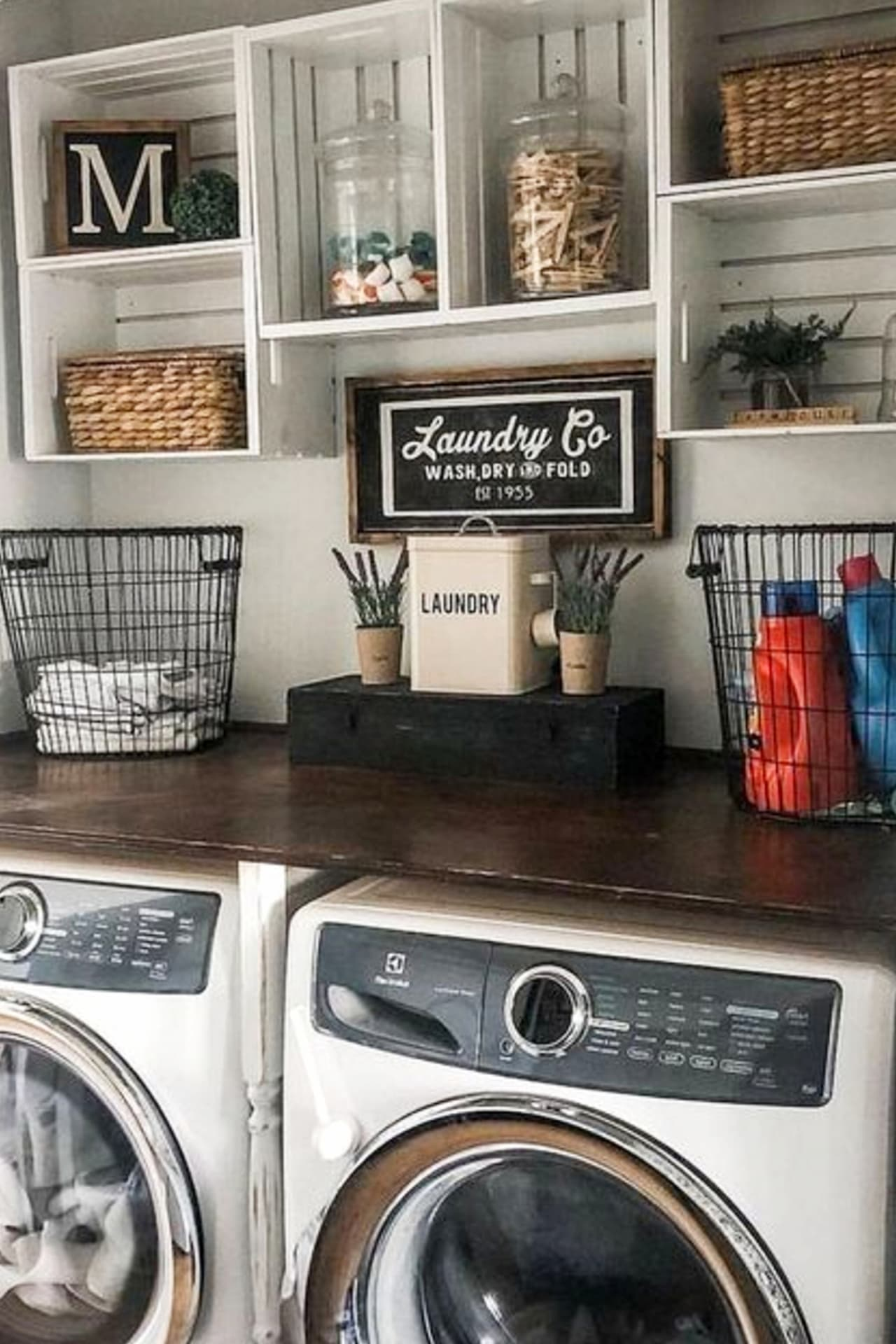 Farmhouse Style Small Laundry Room Ideas To Remodel Your ... on Laundry Room Decor Ideas  id=49091