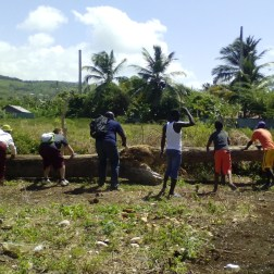 Construction of a marquee for the mission in Las cuatro bocas.