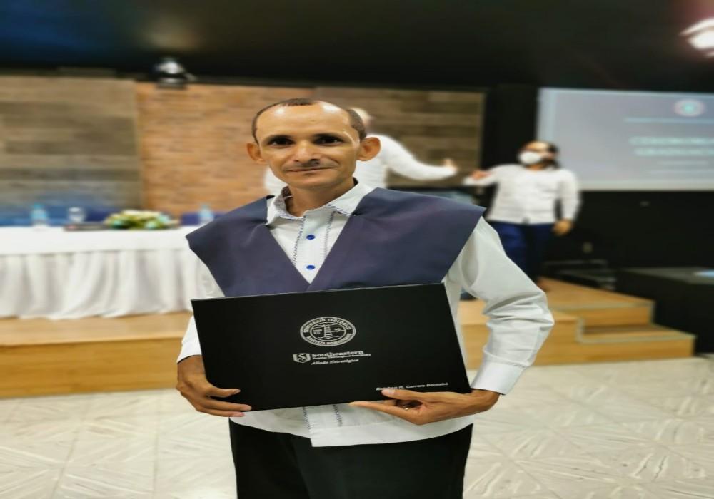 Graduación del Pastor Ruddy Carrera