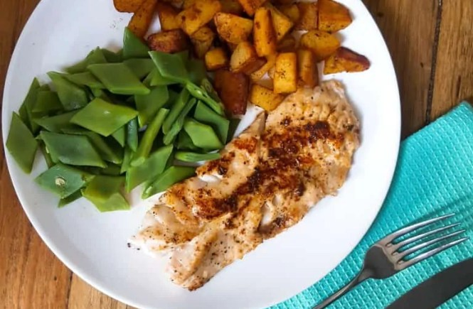 Aardappelen, groente en roodbaarsfilet