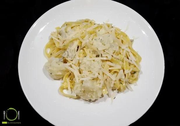 Vegetarische pasta met bloemkool en gorgonzola