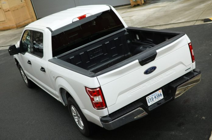 Ford F-150 XLT Rear Angle Oxford White