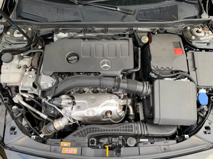 Mercedes A220 engine