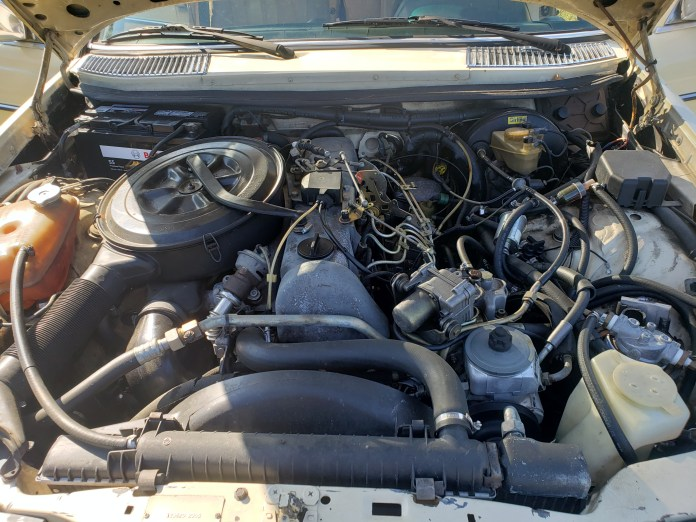 W123 Mercedes Benz 300TD engine