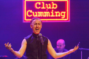 Review: Alan Cumming sings Sappy Songs