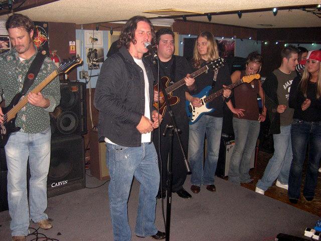 Eric Lindell, Jordan Lunardini AND Frankie Ballard all in one photo? Amazing.