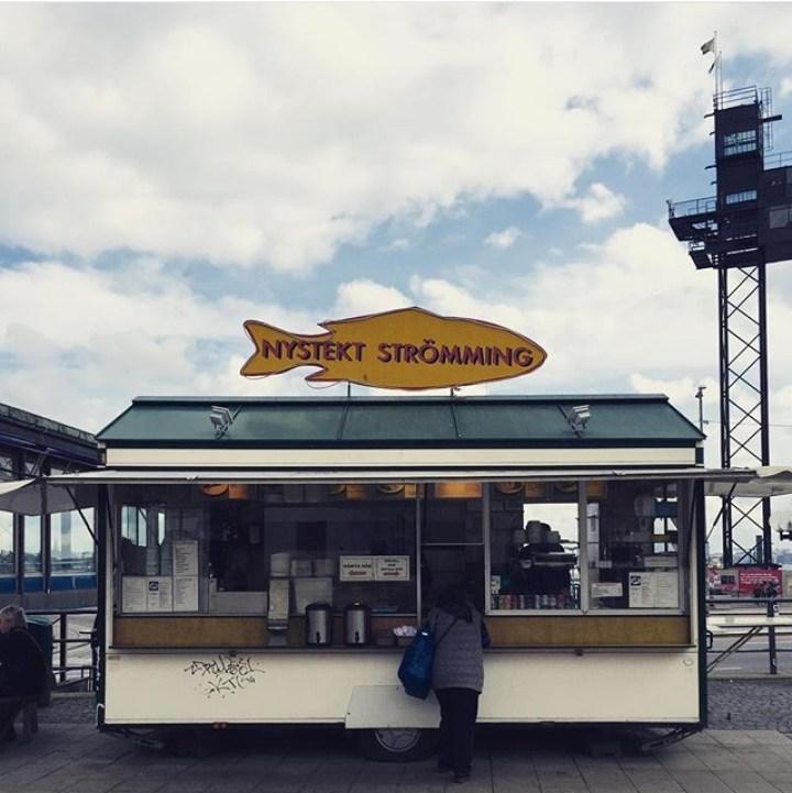 dove-mangiare-a-stoccolma-aringhe-fritte-street-food-economico