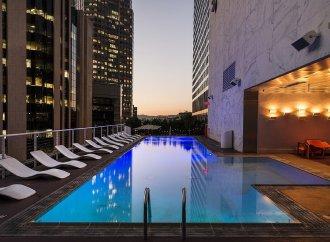 Investimento em hotéis afunda 74%