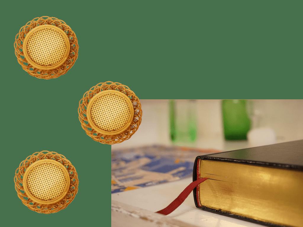 小口が金色の本