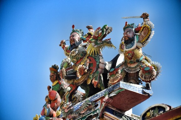 Statues at Cheng Hoon Teng temple roof