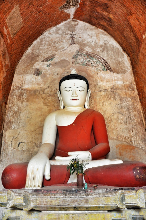 Huge Buddha Image inside Sulamani Temple