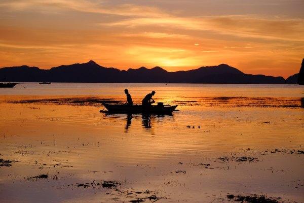 Sunset in Coron Corong Beach El Nido photo by Xavier Smet via Unsplash