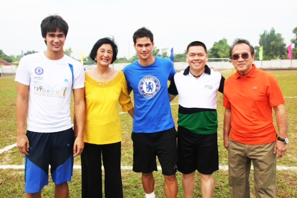 James and Phil Younghusband with Landco Officials