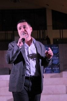 Director, Jaime del Mundo introducing the show excerpts