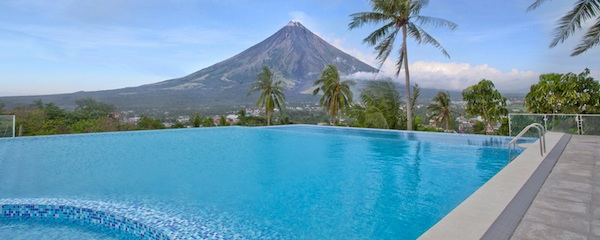 Oriental Hotel Infinity Pool (photo by Oriental Hotel)