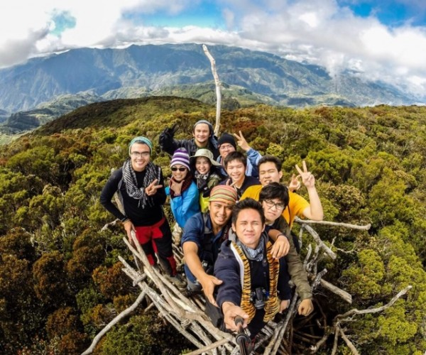 Mc Pol Cruz with his fellow mountaineers in Benguet