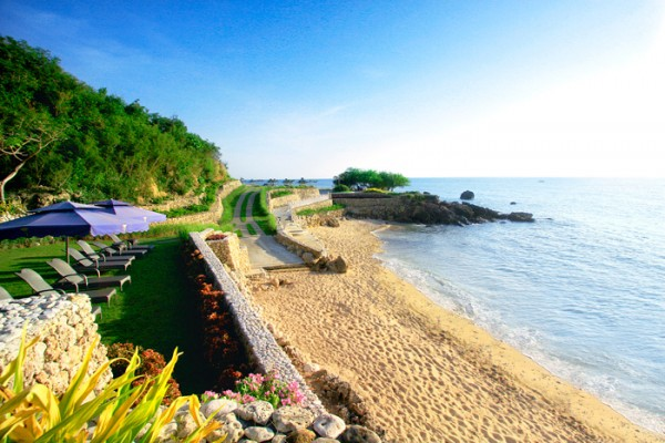 Secluded Beach in Thunderbird Resort Poro Point