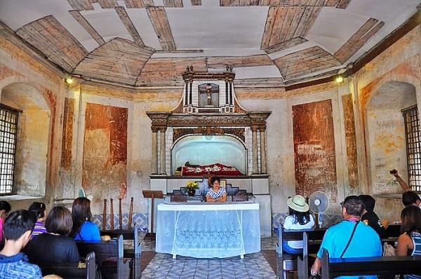 Tourist Orientation inside the Campo Santo