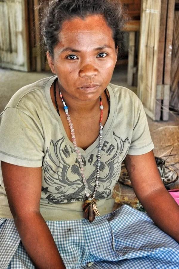 Iraya Mangyan weavers at work
