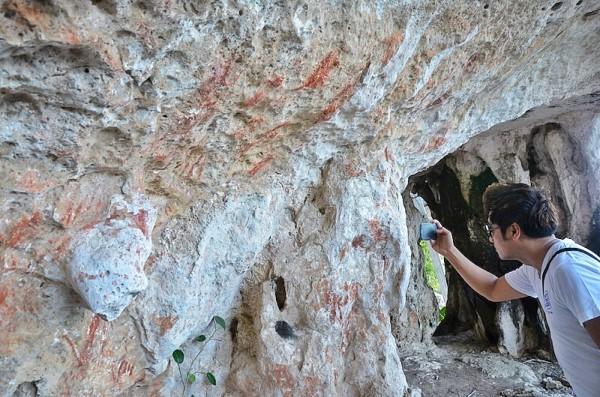 Prehistoric graffiti in Lamanoc Island