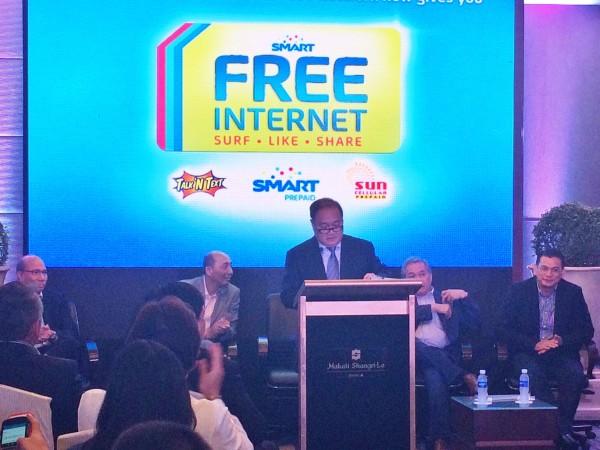 Smart Communications Chairman Manuel V. Pangilinan making his Announcement