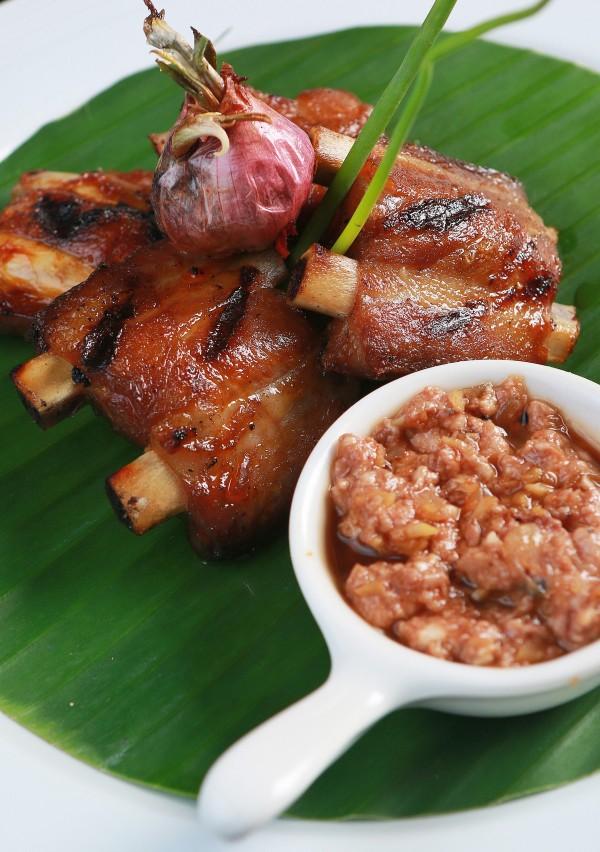 Sugba Kinapusan Tadyang ng Baboy sa Tuslobua Sauce (Barbecued Pork Ribs with Pork Brain Sauce)