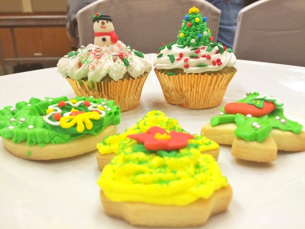 Holiday Cookie and Cupcake Decoration