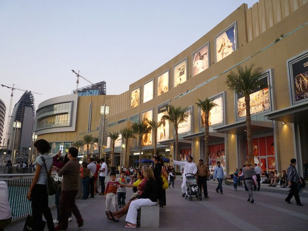 The Dubai Mall photo by Paul Wilhelm via Wikipedia Commons