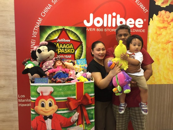 Filipino communities in Singapore readily opened their     hearts to donate toys and books to the Maaga ang Pasko campaign