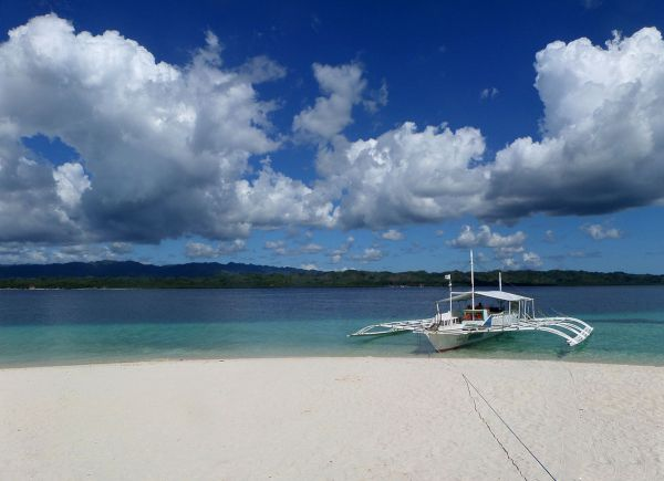 Canigao Island Travel Guide photo by Gina D via Wikipedia CC