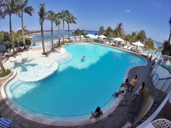 Mövenpick Hotel Mactan Island Cebu Poolside