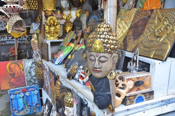 Souvenir Shops near Tanah Lot Temple