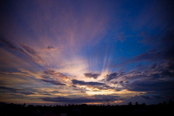 Sunrise in Dumaguete by Chris Hwang via Flickr