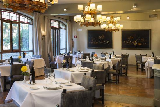 Restaurant inside Parador de Avila