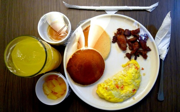 Picture-perfect breakfast by the bed