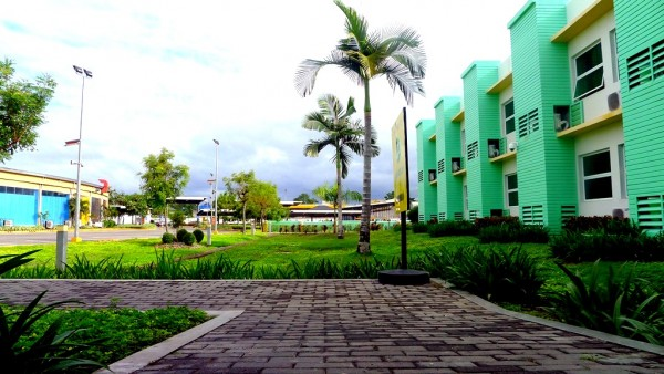 Access way to Robinson's Place Dumaguete