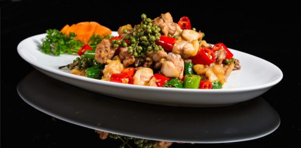 Wok-fried chicken with chillies and fresh green pepper