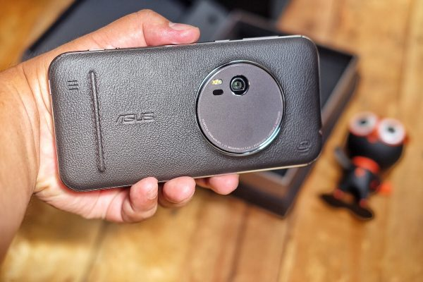Back of Asus Zenfone Zoom