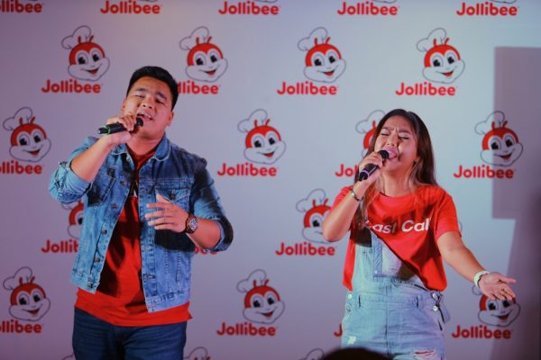 """Young Pinoy hit-makers Thyro and Yumi , performing the Jollibee #PinoyAndProud campaign's anthem titled """"Sarap at Saya."""""""