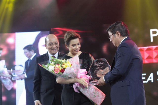 L-R: PICC General Manager, Renato B. Padilla; Leah Salonga; BSP Governor, Amando M. Tetangco Jr.