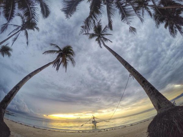Spend special non-working days at Inobahan Beach - photo by Ramon Marinas