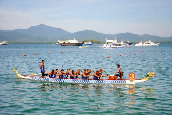 Philippine Dragonboat team making their way to the starting line.