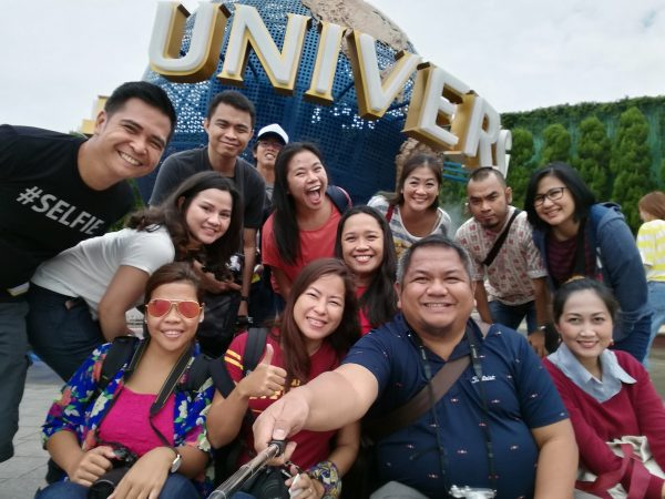 souvenir photos at the Universal Globe
