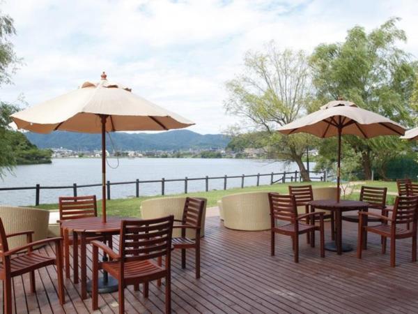 Lakeside Hotel and Restaurant Little White Flower