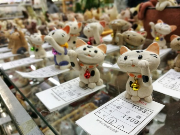 maneki-neko lucky cats