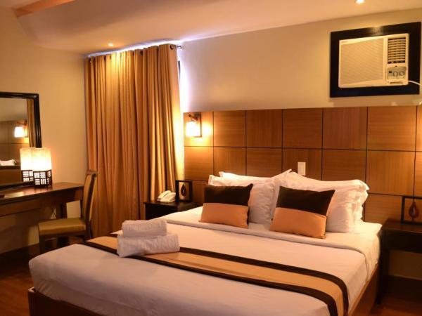 Pinnacle Hotel and Suites