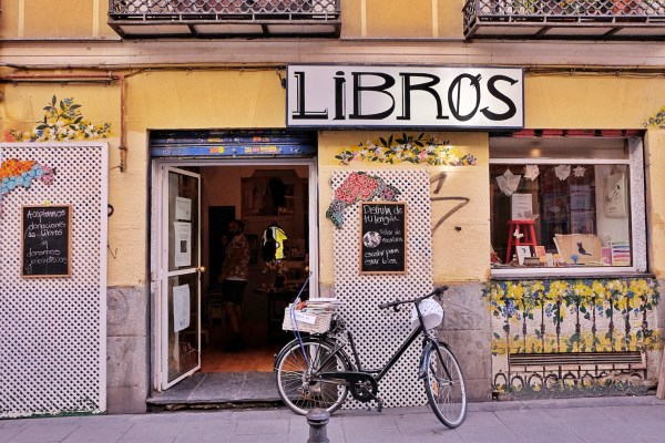 A coffee shop in Madrid called Libros