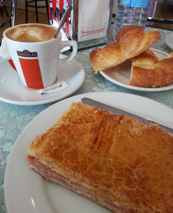 The waitress gave me extra bread in the small restaurant in Leon where I had my breakfast.